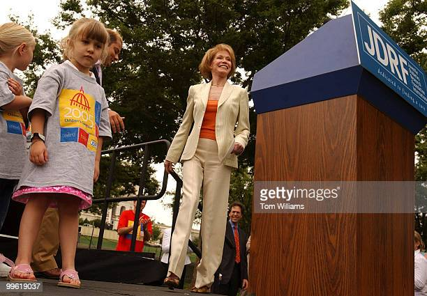 International chairman of the Juvenile Diabetes Research Foundation International Children's Congress 2005 Mary Tyler Moore arrives at the podium to...