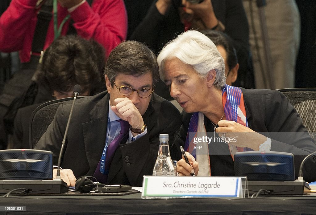 International Monetary Fund (IMF) Managing Director Christine Lagarde (R) and the President of the Interamerican Development Bank (IADB) Luis Alberto Moreno chat before the opening of the Community of Latin American and Caribbean States (CELAC) summit on December 14, 2012 in Vina del Mar, Chile. AFP PHOTO / Claudio SANTANA