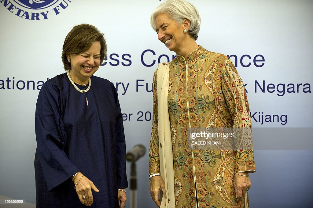 International Monetary Fund Managing Director Christine Lagarde (R) smile after a joint press conference with Malaysian Central Bank Governor Zeti Akhtar Aziz (L) in Kuala Lumpur on November 14, 2012. Lagarde visiting Malaysia to hold talks with the country's leadership on regional and global economic issues. AFP PHOTO / Saeed KHAN