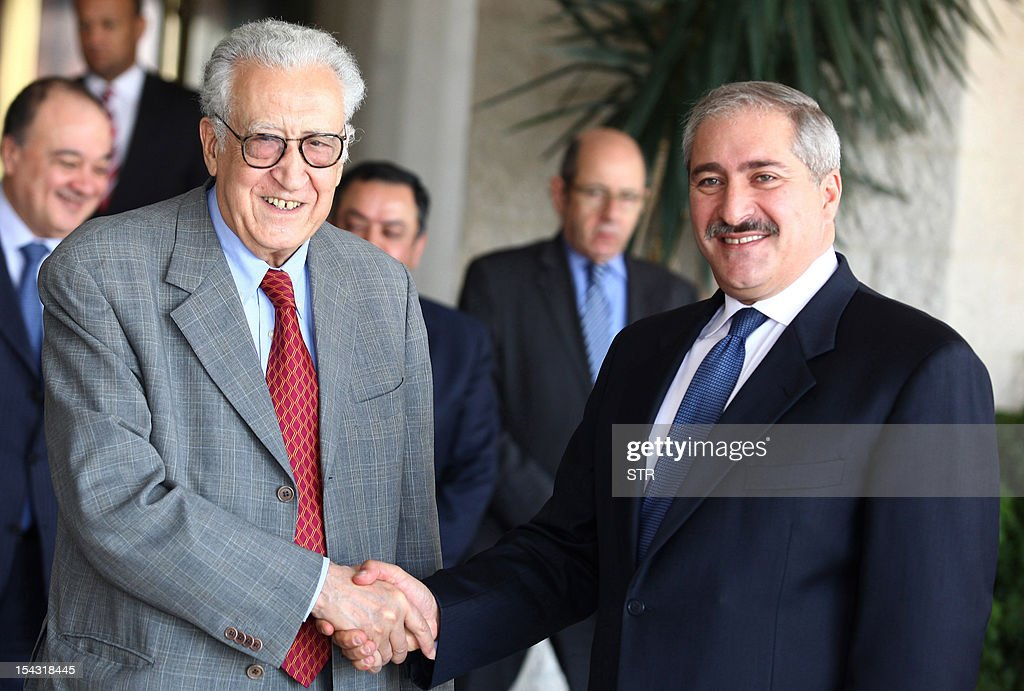 International peace envoy Lakhdar Brahimi (L) shakes hands with Jordanian Foreign Minister Nasser Judeh following their meeting in Amman on October 18, 2012. Brahimi, who is trying to secure a truce in Syria for the Muslim holiday of Eid al-Adha, will arrive in Damascus on the weekend, according to the Syrian foreign ministry. AFP PHOTO/STR