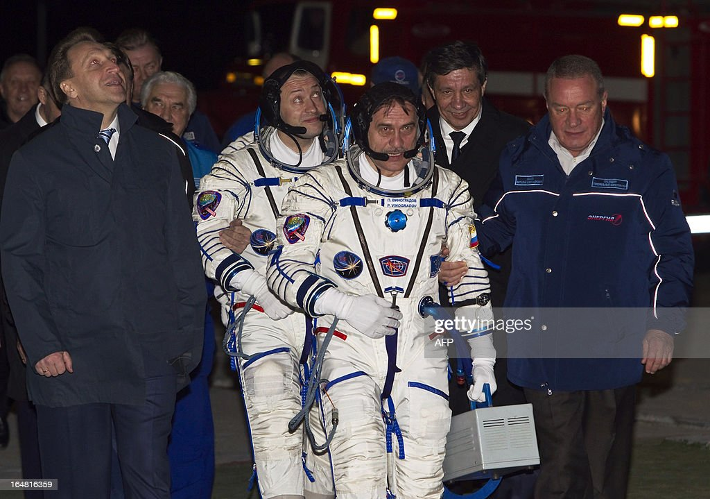 International Space Station crew members Russian cosmonauts Pavel Vinogradov (C) and Alexander Misurkin walk for boarding the Soyuz TMA-08M spacecraft at the Russian-leased Baikonur cosmodrome on March 29, 2013. US astronaut Christopher Cassidy, Russian cosmonauts, Pavel Vinogradov and Alexander Misurkin are set to blast off early on March 29 for the International Space Station (ISS) aboard a Soyuz TMA-08M spacecraft. AFP PHOTO / POOL / SHAMIL ZHUMATOV