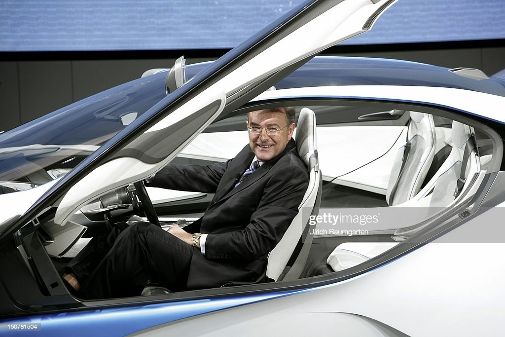 Internationale Automobil-Ausstellung - International Motor Show - in Frankfurt Main, Our picture shows 'dreams of the future' DR Norbert REITHOFER, CEO chief executive officer of BMW AG at the wheel of the BMW Vision.