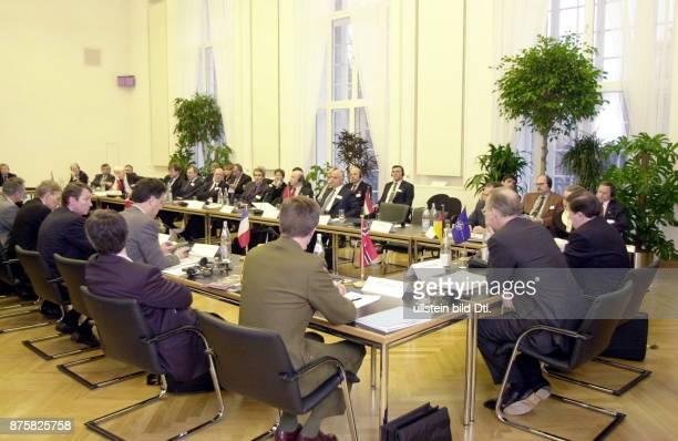 Internationale sicherheitspolitische Konferenz im Bundesverteidigungsministerium anlässlich des Besuches von NATO Generalsekretär George Robertson in...