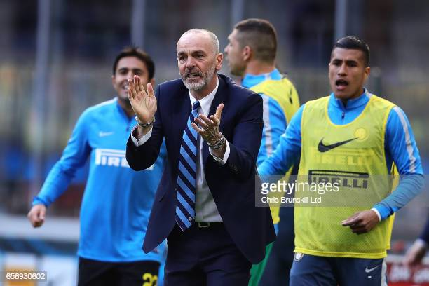 Internazionale coach Stefano Pioli celebrates his side's opening goal during the Serie A match between FC Internazionale and Atalanta BC at Stadio...