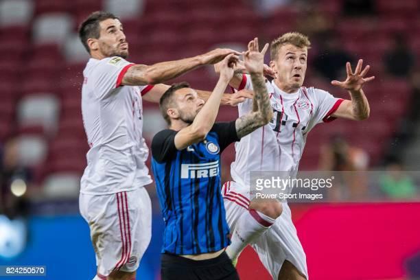 Internazionale Midfielder Marcelo Brozovic fights for the ball with Bayern Munich Midfielder Niklas Dorsch and Bayern Munich Midfielder Javi Martinez...