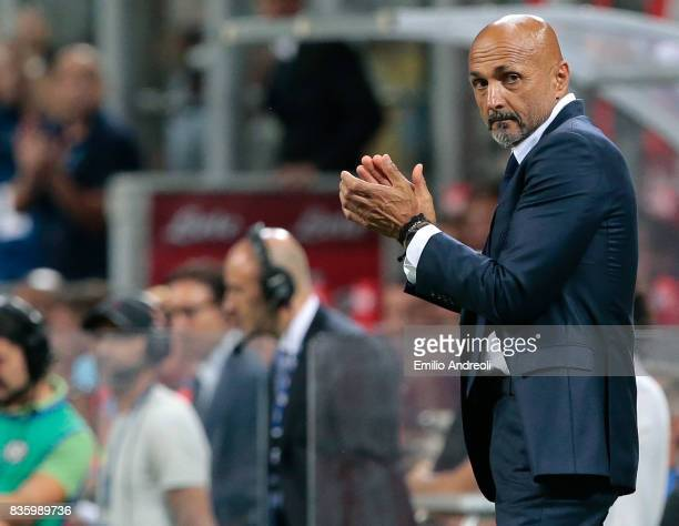 Internazionale Milano coach Luciano Spalletti gestures during the Serie A match between FC Internazionale and ACF Fiorentina at Stadio Giuseppe...