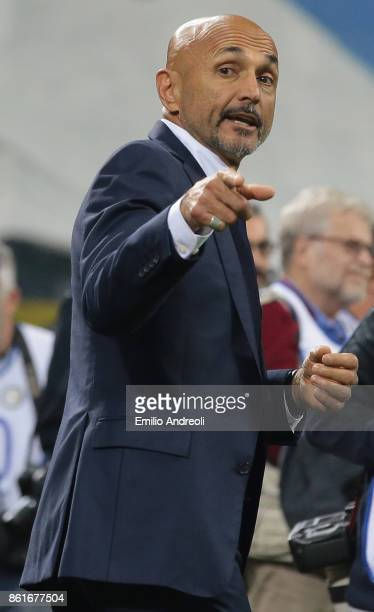 Internazionale Milano coach Luciano Spalletti gestures prior to the Serie A match between FC Internazionale and AC Milan at Stadio Giuseppe Meazza on...