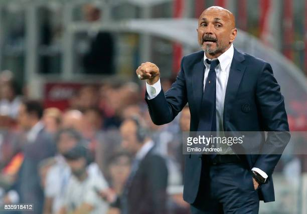 Internazionale Milano coach Luciano Spalletti issues instructions to his players during the Serie A match between FC Internazionale and ACF...