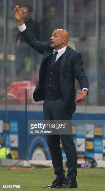 Internazionale Milano coach Luciano Spalletti issues instructions to his players during the Serie A match between FC Internazionale and AC Milan at...