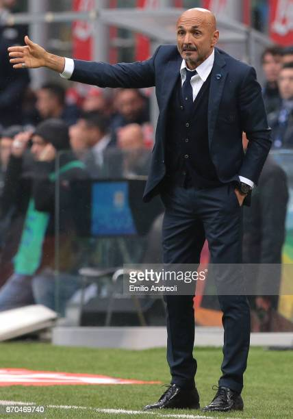 Internazionale Milano coach Luciano Spalletti issues instructions to his players during the Serie A match between FC Internazionale and Torino FC at...