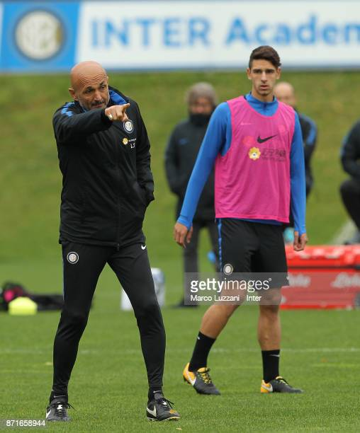 Internazionale Milano coach Luciano Spalletti issues instructions to his players during the FC Internazionale training session at the club's training...
