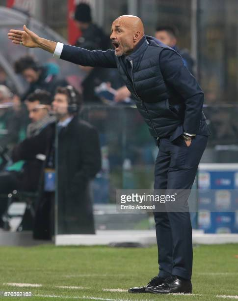 Internazionale Milano coach Luciano Spalletti issues instructions to his players during the Serie A match between FC Internazionale and Atalanta BC...