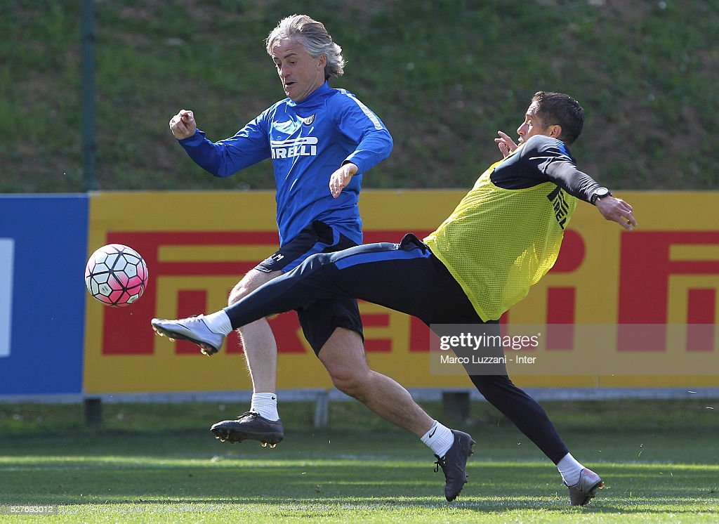 FC Internazionale Milano coach <a gi-track='captionPersonalityLinkClicked' href=/galleries/search?phrase=Roberto+Mancini&family=editorial&specificpeople=234429 ng-click='$event.stopPropagation()'>Roberto Mancini</a> (L) competes with assistant manager coach Sylvinho (R) during the FC Internazionale training session at the club's training ground 'La Pinetina' on May 3, 2016 in Como, Italy.
