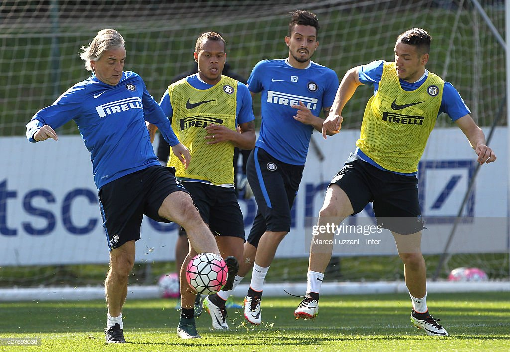 FC Internazionale Milano coach <a gi-track='captionPersonalityLinkClicked' href=/galleries/search?phrase=Roberto+Mancini&family=editorial&specificpeople=234429 ng-click='$event.stopPropagation()'>Roberto Mancini</a> (L) competes with Rey Manaj (R) during the FC Internazionale training session at the club's training ground 'La Pinetina' on May 3, 2016 in Como, Italy.