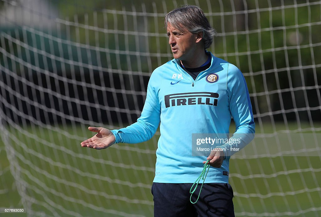 FC Internazionale Milano coach <a gi-track='captionPersonalityLinkClicked' href=/galleries/search?phrase=Roberto+Mancini&family=editorial&specificpeople=234429 ng-click='$event.stopPropagation()'>Roberto Mancini</a> gestures during the FC Internazionale training session at the club's training ground 'La Pinetina' on May 3, 2016 in Como, Italy.