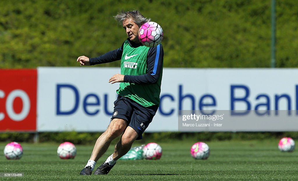 FC Internazionale Milano coach <a gi-track='captionPersonalityLinkClicked' href=/galleries/search?phrase=Roberto+Mancini&family=editorial&specificpeople=234429 ng-click='$event.stopPropagation()'>Roberto Mancini</a> kicks a ball during the FC Internazionale training session at the club's training ground 'La Pinetina' on May 4, 2016 in Como, Italy.