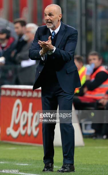 Internazionale Milano coach Stefano Pioli gestures during the Serie A match between FC Internazionale and SSC Napoli at Stadio Giuseppe Meazza on...