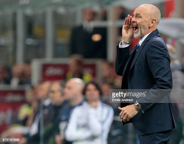 Internazionale Milano coach Stefano Pioli shouts to his players during the Serie A match between FC Internazionale and SSC Napoli at Stadio Giuseppe...