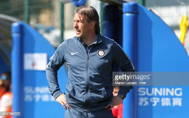 Internazionale Milano coach Stefano Vecchi shouts to his players during the Primavera Tim juvenile match between FC Internazionale and Bologna FC at...