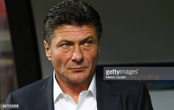 Internazionale Milano coach Walter Mazzarri looks on before the UEFA Europa League group F match between FC Internazionale Milano and AS SaintEtienne...