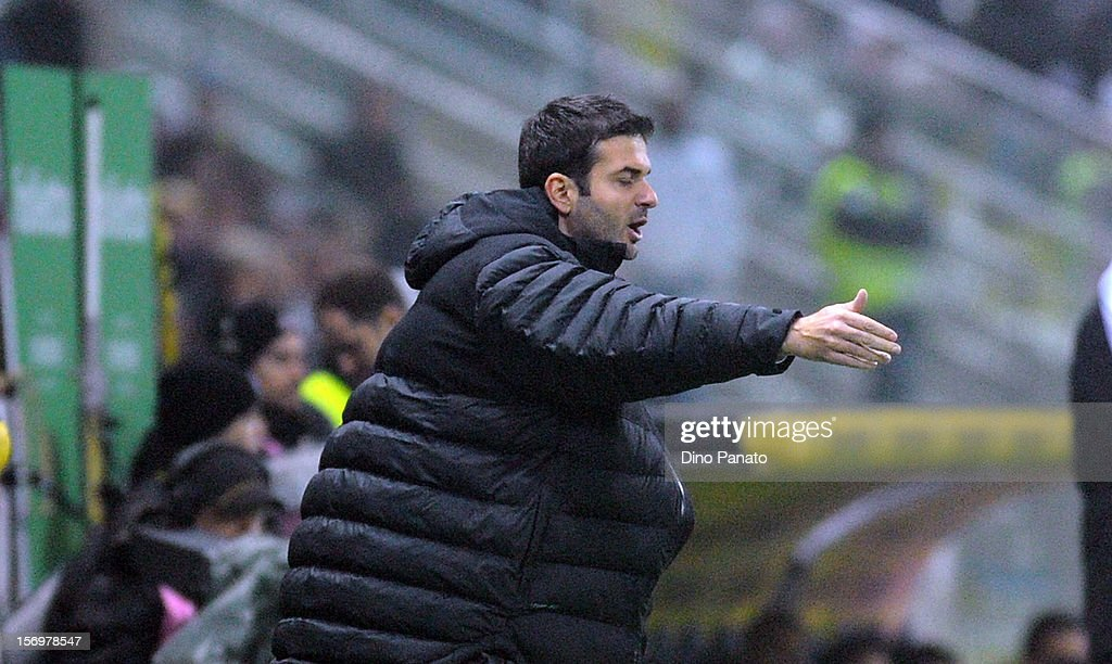 Internazionale Milano head coach <a gi-track='captionPersonalityLinkClicked' href=/galleries/search?phrase=Andrea+Stramaccioni&family=editorial&specificpeople=9070912 ng-click='$event.stopPropagation()'>Andrea Stramaccioni</a> gestures during the Serie A match between Parma FC and FC Internazionale Milano at Stadio Ennio Tardini on November 26, 2012 in Parma, Italy.