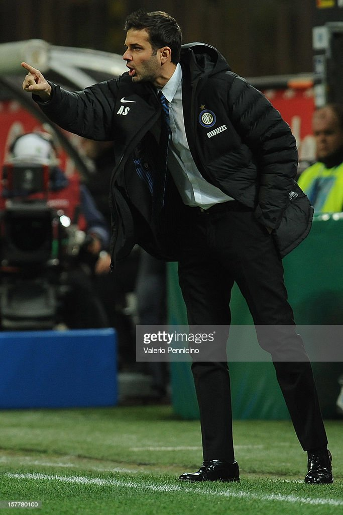 FC Internazionale Milano head coach <a gi-track='captionPersonalityLinkClicked' href=/galleries/search?phrase=Andrea+Stramaccioni&family=editorial&specificpeople=9070912 ng-click='$event.stopPropagation()'>Andrea Stramaccioni</a> issues instructions from the touchline during the UEFA Europa League group H match between FC Internazionale Milano and Neftci PFK on December 6, 2012 in Milan, Italy.