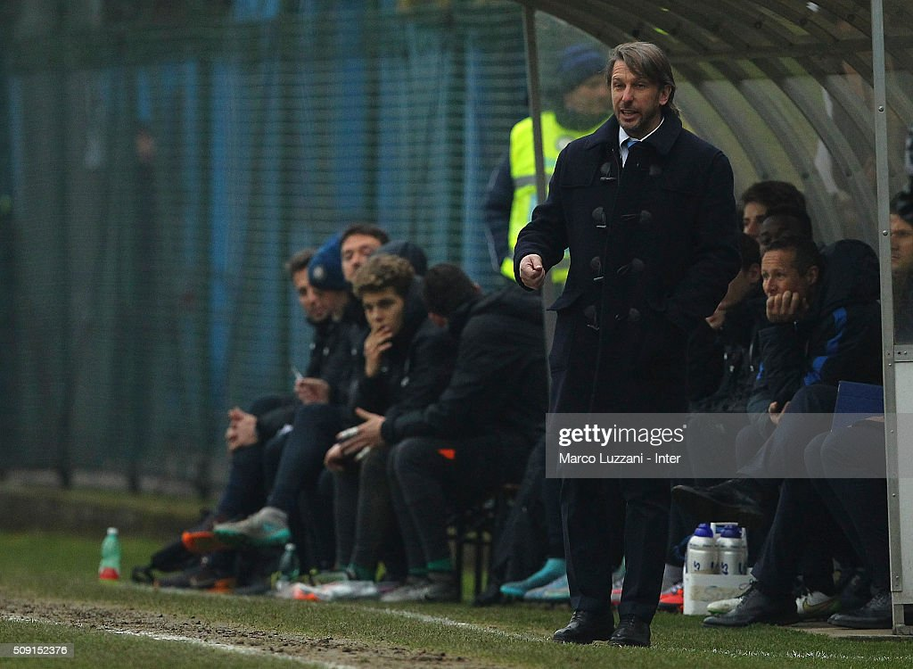 FC Internazionale Milano Juvenile coach Stefano Vecchi shouts to his players during the juvenile TIM cup match between FC Internazionale and SS Lazio at Stadio Breda on February 9, 2016 in Sesto San Giovanni, Italy.