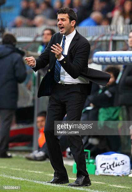 Internazionale Milano manager Andrea Stramaccioni shouts to his players during the Serie A match between UC Sampdoria and FC Internazionale Milano at...