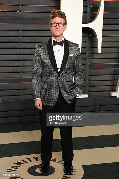 Internet personality Tyler Oakley attends the 2016 Vanity Fair Oscar Party hosted By Graydon Carter at Wallis Annenberg Center for the Performing...