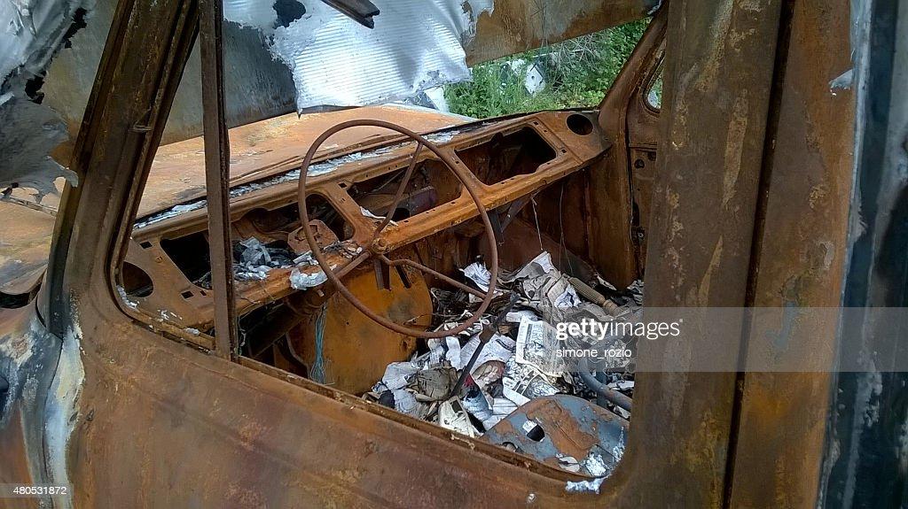 interno di un furgone bruciato : Stock Photo