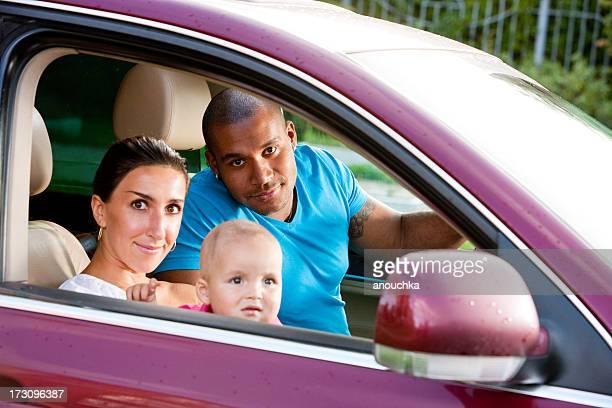 Interracial 家族に 1 歳のお子様には、お車