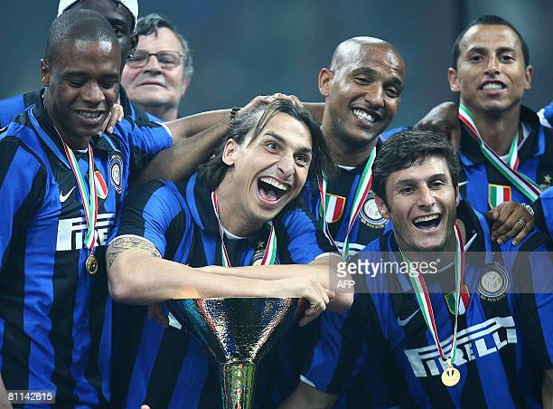 Inter's Milan players Pele Zlatan Ibrahimovic Douglas Maicon Javier Zanetti and Cesar celebrate the 'Scudetto' the Major league Italian Championship...