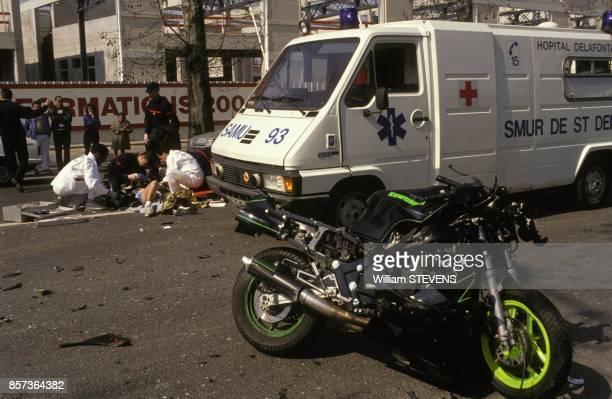 Intervention du SAMU 93 service d'aide medicale urgente de la SeineSaintDenis lors d'un accident de la route le 31 mars 1991 en France