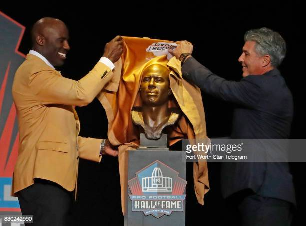 Introduced by his agent Neil Schwartz Terrell Davis uncovers his Hall of Fame bust The 2017 NFL Hall of Fame class including Dallas Cowboys owner...