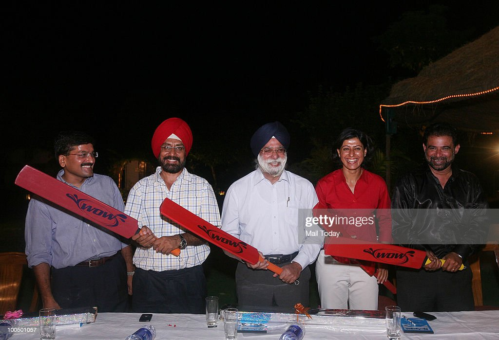 Inventor Vivek Lakhotia, former test player Gursharan Singh, lawyer KTS Tulsi with cricketers Anjum Chopra and Chetan Sharma at the launch of the 'Wow' aluminium bat in New Delhi on May 21, 2010.