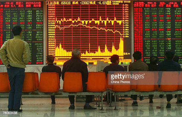Investors view stock index at a securities company on November 22 2007 in Chongqing Municipality China Shanghai Composite Index closed at 498416...