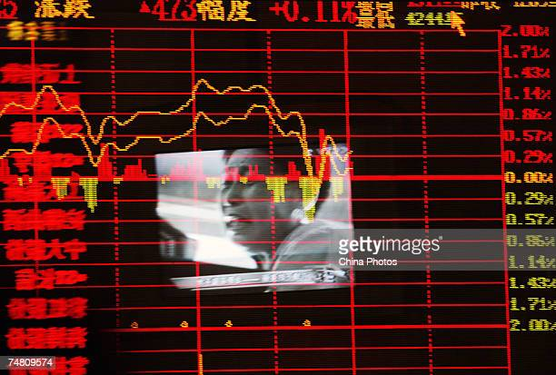 Investors view stock prices at a securities company on June 20 2007 in Wuhan China Chinese stocks fell 2 percent from the 4200point mark today with...