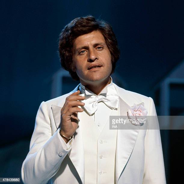 Invited Joe Dassin star of the program ''Number one''