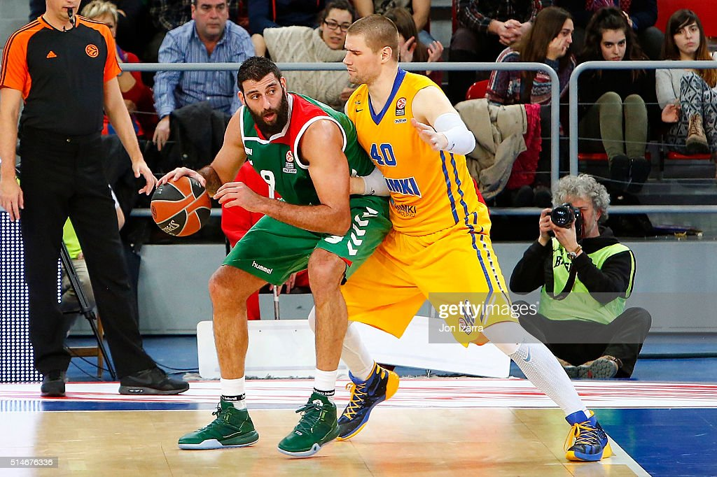 Ioannis Bourousis #9 of Laboral Kutxa Vitoria Gasteiz competes with Paul Davis #40 of Khimki Moscow Region during the 20152016 Turkish Airlines...