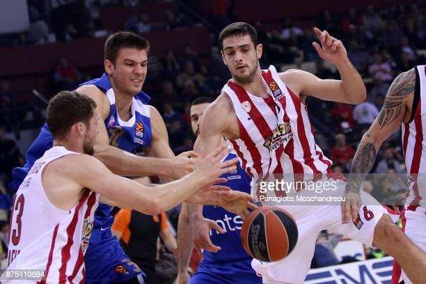 Ioannis Papapetrou #6 of Olympiacos Piraeus competes with Nikola Jovanovic #32 of Crvena Zvezda mts Belgrade during the 2017/2018 Turkish Airlines...