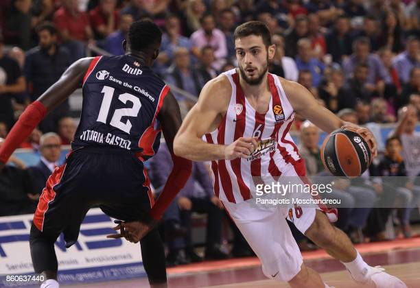 Ioannis Papapetrou #6 of Olympiacos Piraeus in action during the 2017/2018 Turkish Airlines EuroLeague Regular Season Round 1 game between Olympiacos...