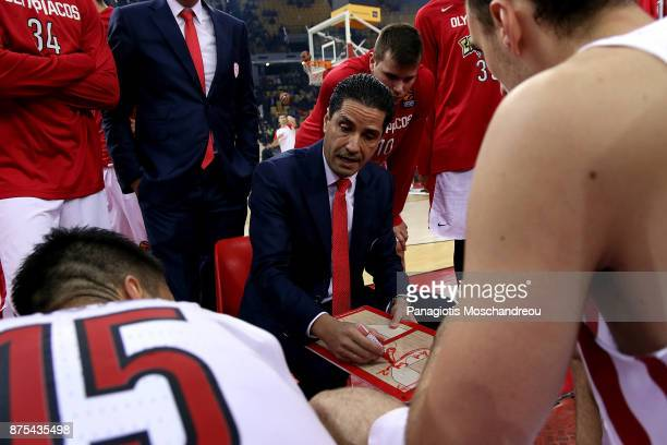 Ioannis Sfairopoulos Head Coach of Olympiacos Piraeus gives directions to his players during the 2017/2018 Turkish Airlines EuroLeague Regular Season...