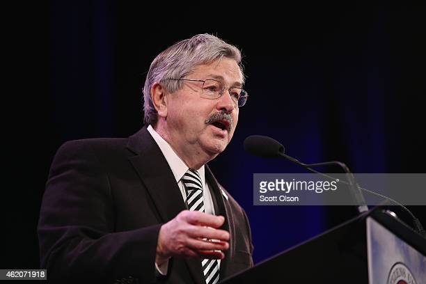 Iowa Governor Terry Branstad speaks to guests at the Iowa Freedom Summit on January 24 2015 in Des Moines Iowa The summit is hosting a group of...