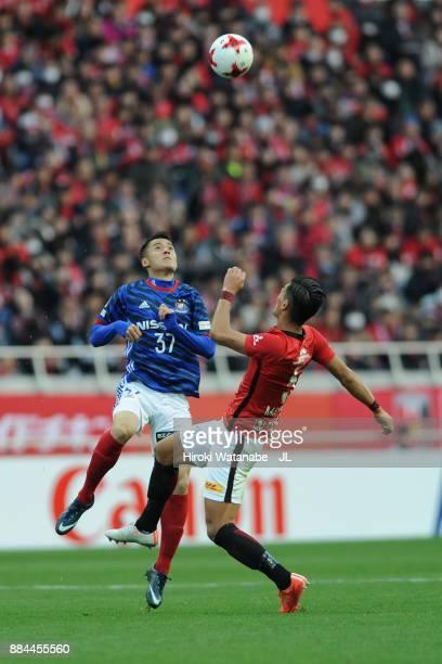 Ippei Shinozuka of Yokohama FMarinos and Tomoaki Makino of Urawa Red Diamonds compete for the ball during the JLeague J1 match between Urawa Red...