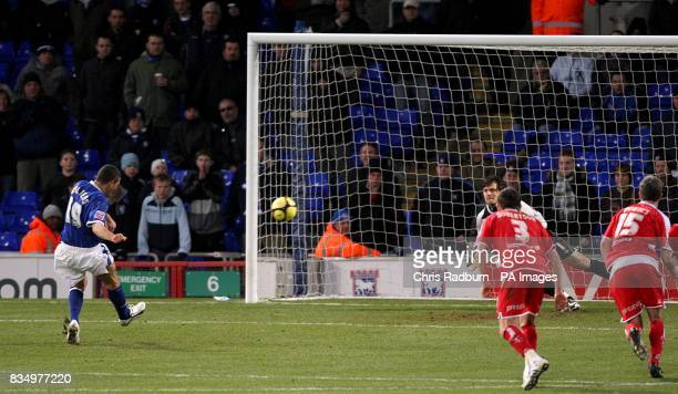 Ipswich Town's Jonathan Walters scores his sides opening goal from the penalty spot