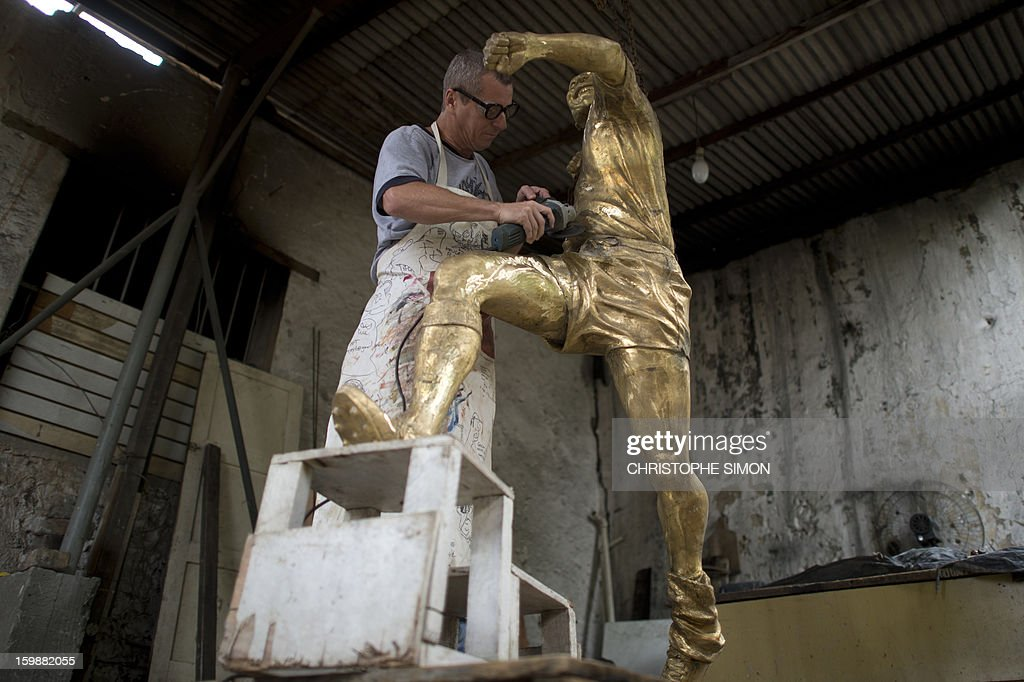 Ique, the sculptor who made Brazilian football legend 'Pelé' sculpture which will be placed in the refurbished Maracana stadium, is seen at his studio in Rio de Janeiro on January 22, 2013. AFP PHOTO / CHRISTOPHE SIMON
