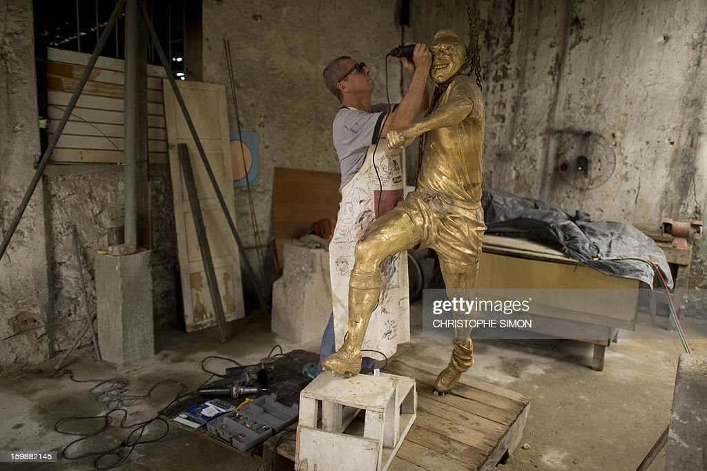 Ique, the sculptor who made Brazilian football legend 'Pelé' sculpture which will be placed in the refurbished Maracana stadium, is seen at his studio in Rio de Janeiro on January 22, 2013.