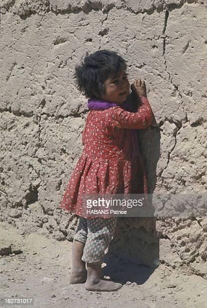 Iran Earthquake 1968 Tremblement de terre dans la province du Khorassan en Iran en 1968 20 000morts Un enfant rescapé il jouait à l'orée du village