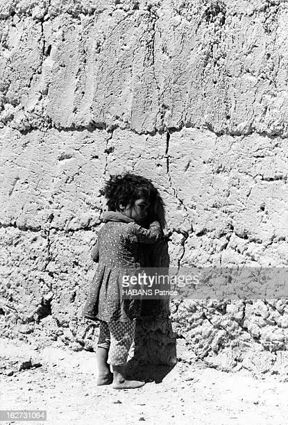 Iran Earthquake 1968 Tremblement de terre dans la province du Khorassan en Iran en 1968 20 000 morts Un enfant rescapé du village de DaashtBayaz il...