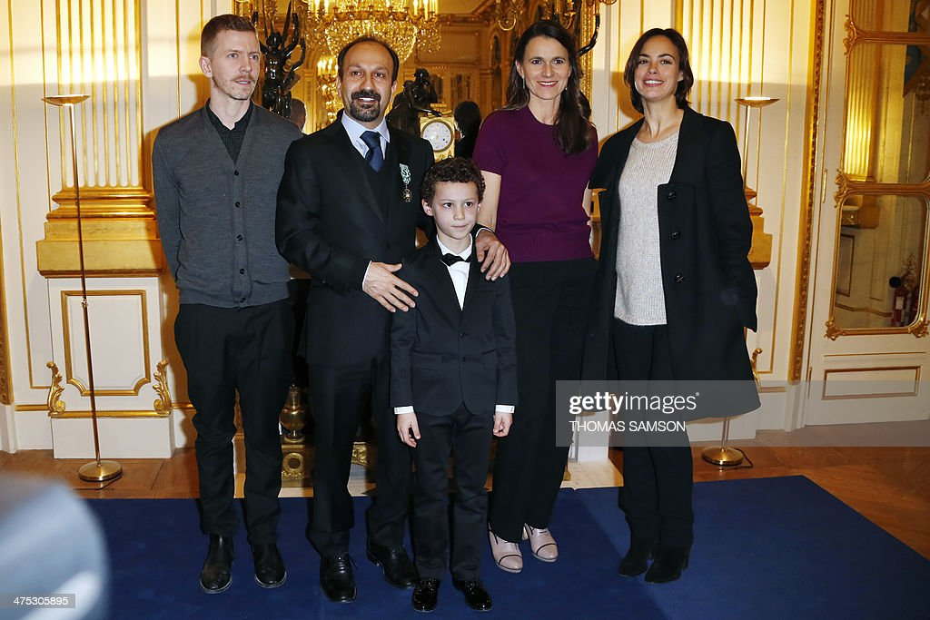 Iranian director Asghar Farhadi poses for a photograph alongside his son (C), French Minister of Culture Aurelie Filippetti (2nd R), French actress Berenice Bejo (R), and French producer Alexandre Maillet-Guy (L) after being awarded an 'Officier des Arts et Lettres' medal by the French Minister of Culture, in Paris, on February 27, 2014. Farhadi, who directed the Oscar-winning Iranian film 'A separation' and whose latest film 'The Past' is nominated for the upcoming Academy Awards in March, received the French arts and culture award from the hands of the French Minister of Culture. AFP PHOTO / THOMAS SAMSON